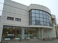 Современное отдельно стоящее здание под офис, медицинский центр, магазин-салон, развлекательное заведение.