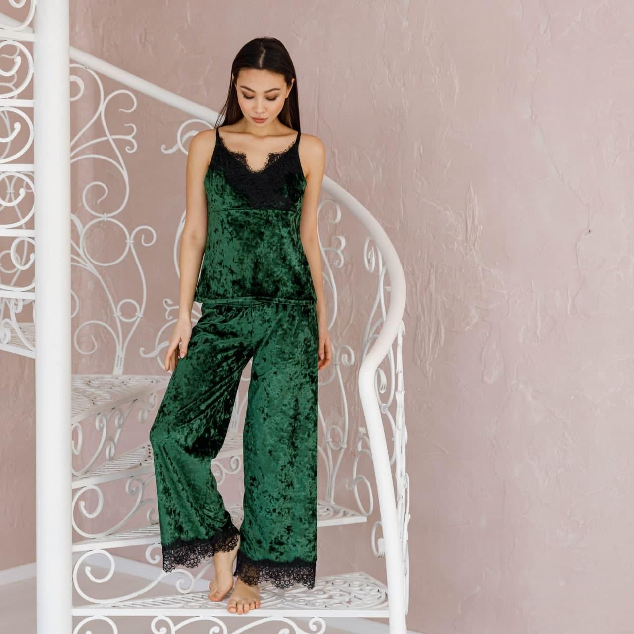 """Піжама жіноча з мармурового велюру """"Шеррі"""". Комплект майка і штани зеленого кольору"""