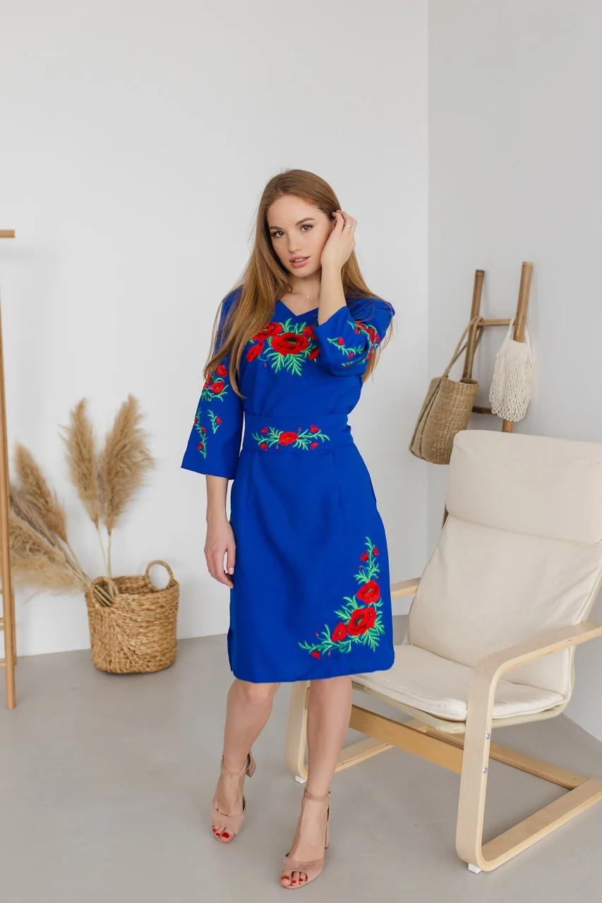 Вышитое платье Соломия с красными маками цвета электрик