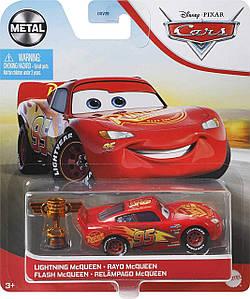 Молния Маккуин с кубком (Disney Pixar Cars Lightning McQueen with Piston Cup) от Mattel