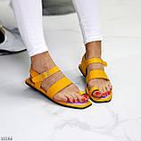 Стильні жовті жіночі босоніжки, в'єтнамки через палець літо 2021, фото 4