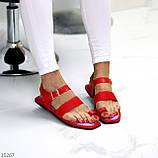 Стильні червоні жіночі босоніжки, в'єтнамки через палець літо 2021, фото 9