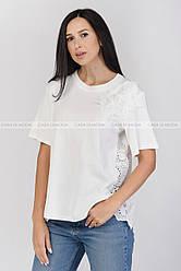 Блузка в впереди трикотаж на плече цветок,спинка прошва,цвет белый
