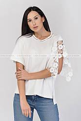 Блузка трикотажная,один рукав натуральное кружево,цвет белый