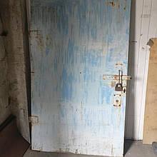 Двери для гаража двустворчатые б/у
