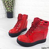 Женские ботинки демисезонные красные на танкетке из эко кожи. Внутри текстильная подкладка, фото 3