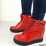 Женские ботинки демисезонные красные на танкетке из эко кожи. Внутри текстильная подкладка, фото 4