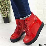 Женские ботинки демисезонные красные на танкетке из эко кожи. Внутри текстильная подкладка, фото 5