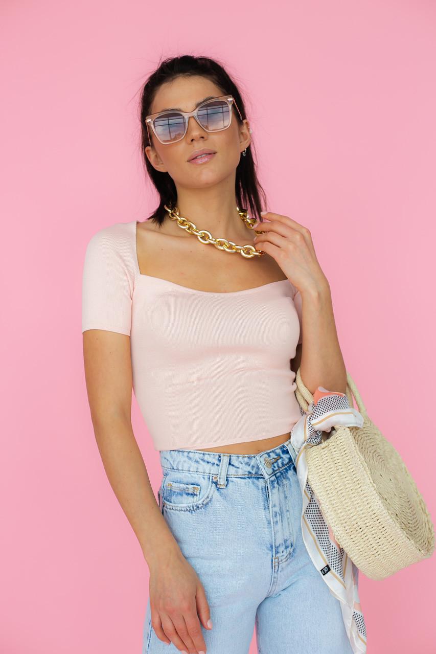Жіноча футболка з квадратним вирізом в рожевому кольорі