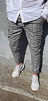 Светлые брюки в клетку короткие