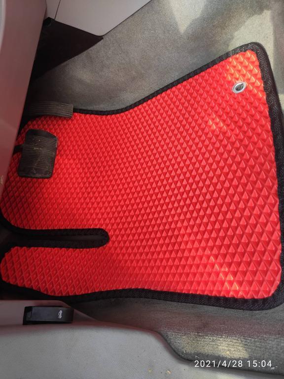 Наши коврики ЕВА в салоне Dodge Avenger '07-13