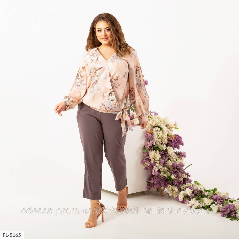 Жіночий брючний костюм ошатний двійка батальний (квіткова блузка, штани)