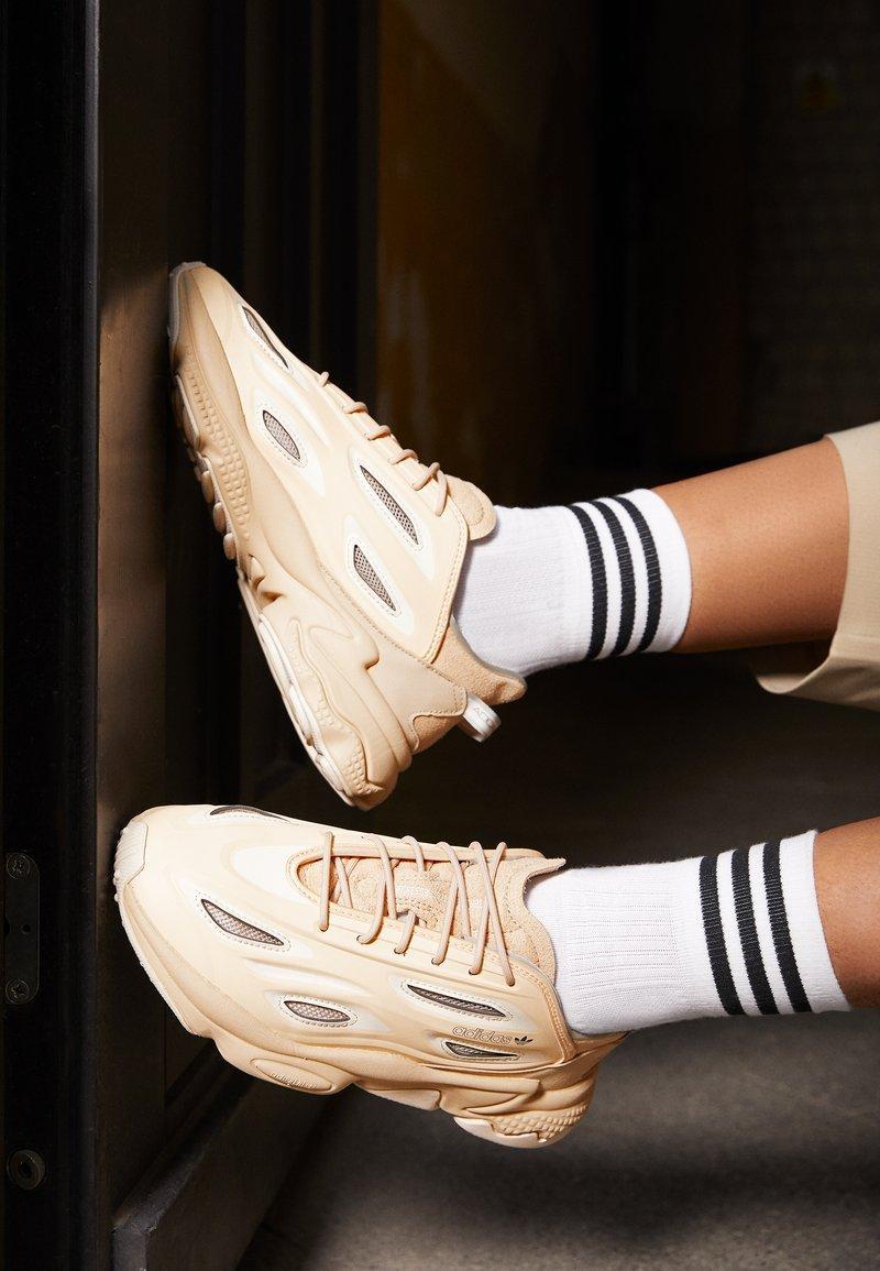 Жіночі кросівки Adidas Ozweego Celox в стилі Адідас Озвиго Бежеві (Репліка ААА+)