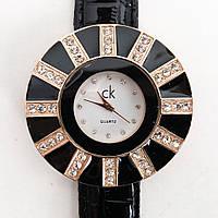 Наручний годинник . Колір чорний