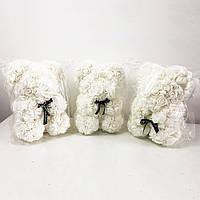 Найкращий подарунок: ведмедик з штучних 3D троянд 25 см. Колір: білий
