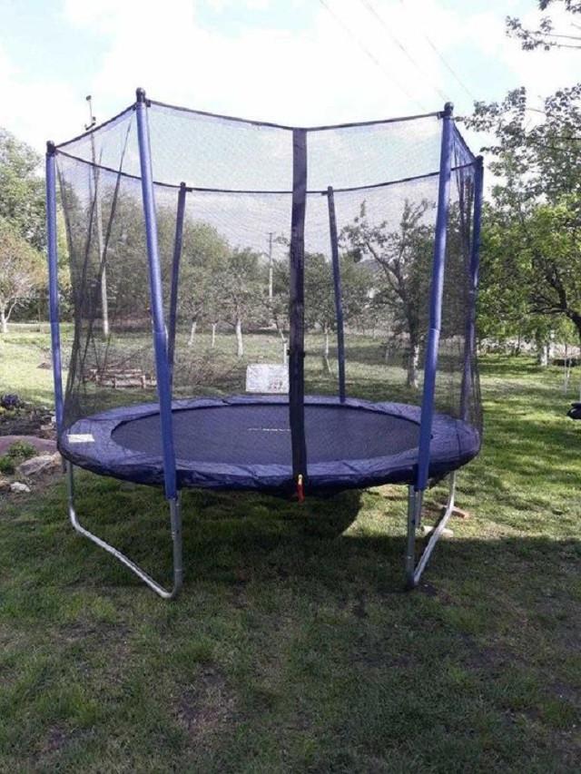 Батут 252 см с защитной сеткой для детей и взрослых домашний уличный
