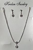 Набор с подвеской и серьгами в белом металле и с белыми стразами, фото 1