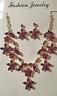 Набір сережки та кольє в металі під золото з малиновими кристалами