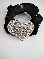 Велюровая резинка для волос с металлическим украшением в стразах в форме сердца, фото 1