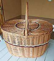 Плетёная   корзина из лозы для пикника.