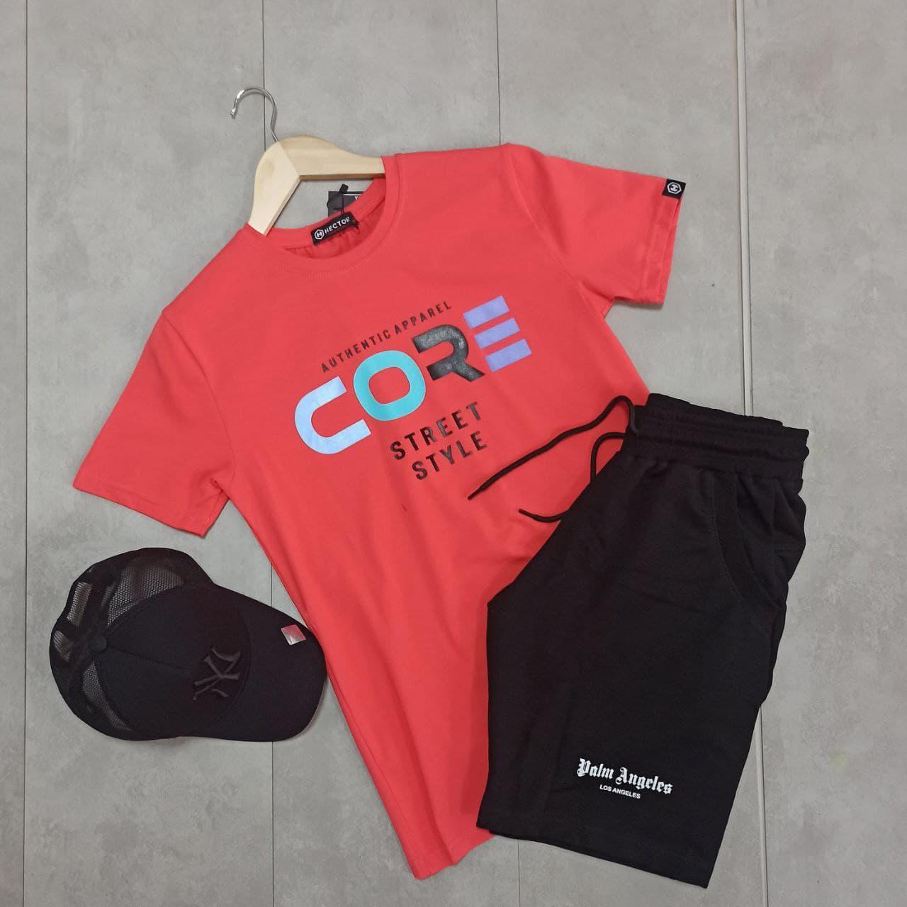 Чоловічий річний комплект прогулянковий чорні шорти бермуди і червона футболка з кепкою