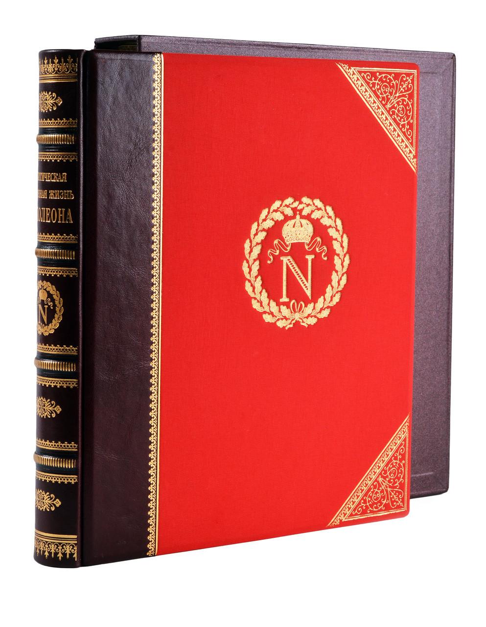 """Книга """"Політичне і військове життя Наполеона"""" подарункове видання в шкіряній палітурці і футлярі"""