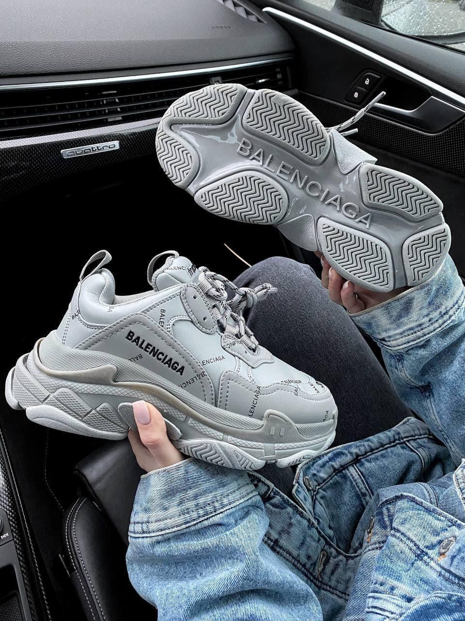 Жіночі Кросівки Balenciaga Tripl S Logo Grey