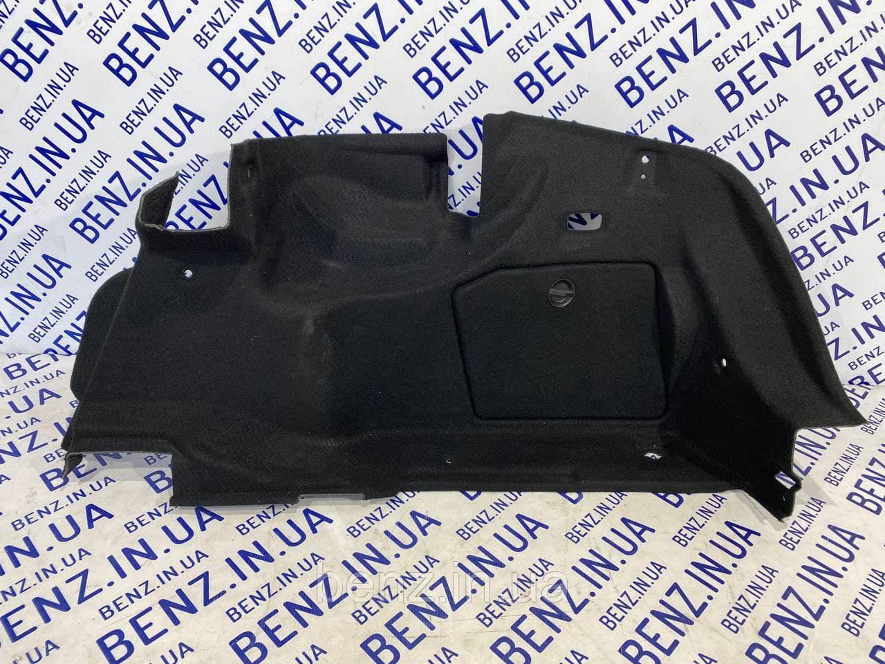 Обшивка багажника справа Mercedes W204 A2046905526