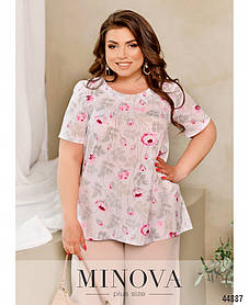 Белая блузка софтовая полуприлегающего силуэта в принт розовые цветы больших размеров от 50 до 68