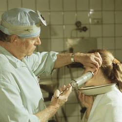 Що таке баротравма тканин середнього вуха та придаткових порожнин носа і як її уникнути