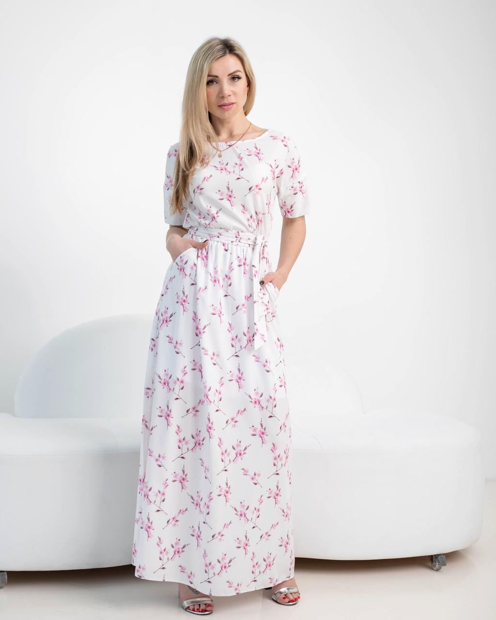 Нежное летнее платье с цветочным принтом молочное
