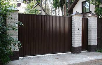 Ворота розпашні, зашивання профнастил - вертикальне виконання
