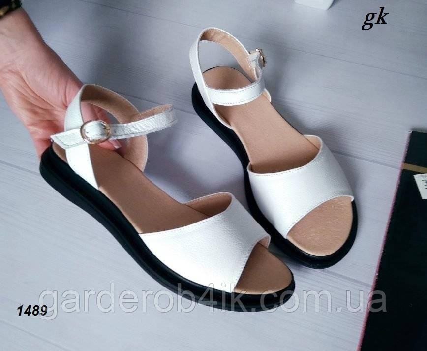 Женские босоножки сандалии белые на черной подошве, натуральная кожа