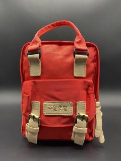 Вместительный  детский рюкзачёк . Цвет: Красный