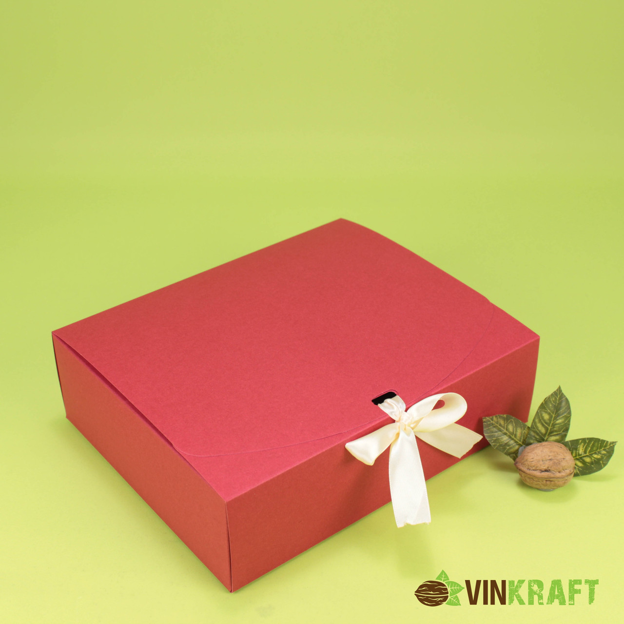 Подарочная коробка 200*240*70 с лентой, красная