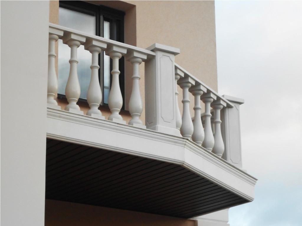 В данной работе была применена белая балюстрада с балясинами, сделанными по технологии мрамор из бетона.  Срок службы изделий  не менее 25 лет под открытым небом. Наши балясины и балюстрады обладают высокой прочностью и плотность.