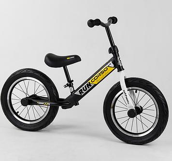 Беговел для ребенка с резиновыми, надувными колесами, регулируется сиденье по высоте Желтый беговел