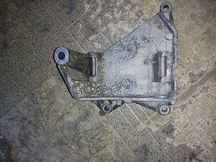 Б/у кронштейн генератора 070903143c Volkswagen Touareg 2.5