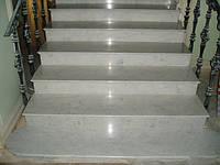 Лестница из мрамора Bianco Perlino, фото 1