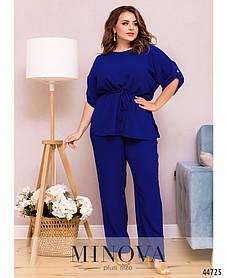 Костюм с блузкой и брюками из лёгкой жатки на талии кулиска цвет электрик больших размеров от 50 до 68