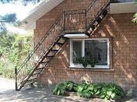Кованые лестницы в доме на второй этаж