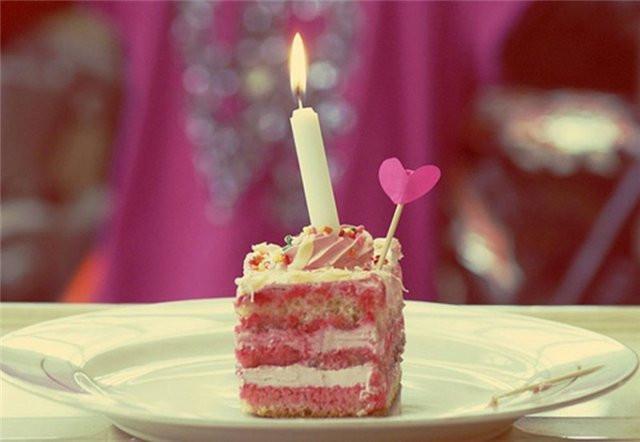Свеча в торте