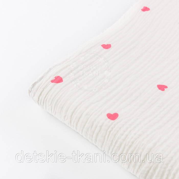 Отрез муслина двухслойного жатого с розовыми сердечками на белом фоне, размер 90*135 см