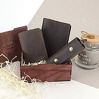 Подарочный набор мужской в коробке Handycover №46 (коричневый) ключница, обложка на документы и паспорт, фото 1