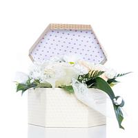 Подарочные коробки и пакеты