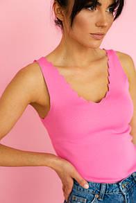 Женская розовая майка с фигурным вырезом