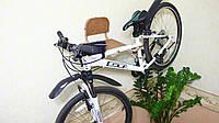 Удобно хранить велосипед и спортивный инвентарь на стене, велополка