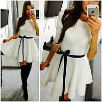 Женское приталенное  платье с юбкой клеш