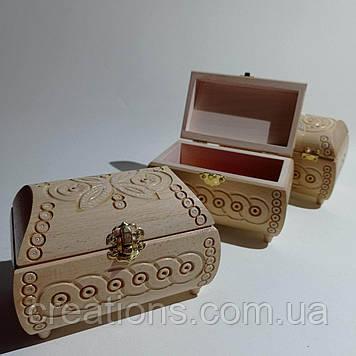 Скриня різьблена з дерева 16*10*10 з оксамитом, ручна робота