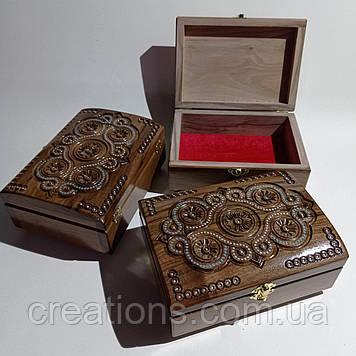 Скриня різьблена з дерева 21*15 з оксамитом ручної роботи